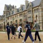 فيديو  خريج أكسفورد يطالب الجامعة بمليون استرليني تعويضا عن فشله