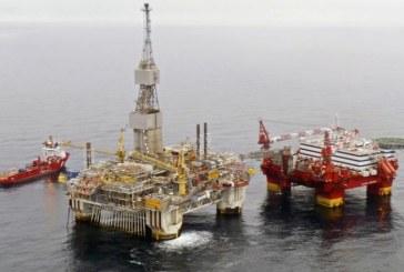 النفط يرتفع مع خفض إمدادات السعودية لأمريكا رغم استمرار تخمة المعروض