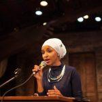 أنصار النائبة الأمريكية المسلمة إلهان عمر يدعمونها ضد ترامب