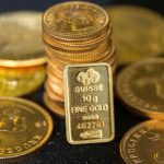 الذهب ينخفض بفعل جني الأرباح في ظل التوتر السياسي الأمريكي