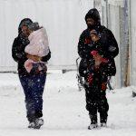 وفاة 17 سوريا جراء البرد في أثناء هروبهم إلى لبنان