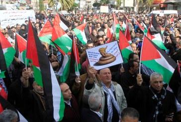 فلسطينيون يحتجون على تصريح ترامب بنقل السفارة الأمريكية للقدس