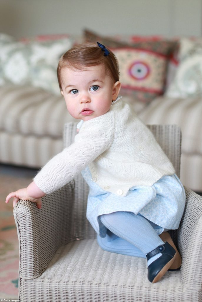 33b5ad0100000578-4082602-this_photograph_of_princess_charlotte_was_taken_by_the_duchess_a-a-55_1483392665545