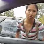 آسيوية تهاجم منتقبة في أستراليا وتتهمها بالإرهاب