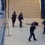 الشرطة تفرض طوقا أمنيا على أحد أحياء باريس بعد هجوم اللوفر