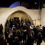 مئات المستوطنين يقتحمون قبر يوسف في نابلس