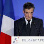 مرشح اليمين الفرنسي فرنسوا فيون يسعى إلى إعادة إطلاق حملته غداة اعتذاره