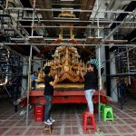 صور| تجهيز عربة مذهبة لنقل ملك تايلاند إلى «الجنة»