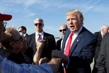 ترامب في فلوريدا سعيا لاستعادة حماسة حملته الانتخابية
