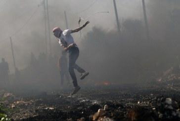 صور| مواجهات بين فلسطينيين وجنود الاحتلال في الخليل