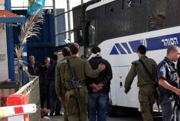 فيديو| قوات الاحتلال تقتحم سجن النقب وتعزل 14 أسيرا فلسطينيا في زنازين فردية