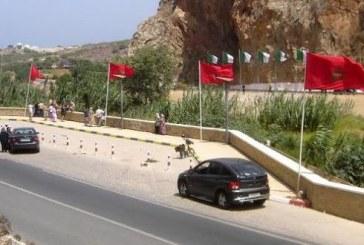صحف مغربية: إحالة 4 عسكريين لتسهيلهم عبور عائلات سورية من الجزائرية