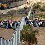 تمديد إغلاق الحدود الأمريكية مع كندا والمكسيك أمام الرحلات غير الضرورية