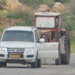 قوات الاحتلال تعتقل مواطنا وتصادر جراراً زراعيا في الأغوار