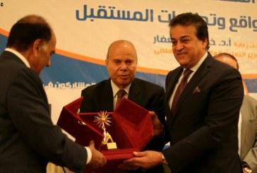 وزير التعليم العالي: الإعلام المصري لا يهتم بالإيجابيات ويركز على السلبيات