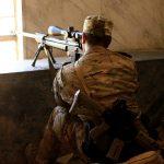 القناصة يمارسون لعبة القط والفأر في معركة الموصل