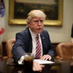 واشنطن تجدد إعفاء إيران من العقوبات