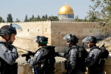 فيديو| شرطة الاحتلال تقتحم المسجد الأقصى وتعتقل اثنين من حراسه