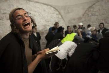 الاحتلال يعتقل شابا في جنين ومستوطنون يقتحمون قبر يوسف بنابلس