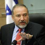ليبرمان: لن نسمح بإدخال جثمان الأكاديمي الفلسطيني البطش إلى قطاع غزة