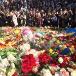 السويديون يقفون دقيقة صمت حدادا على أرواح ضحايا الاعتداء