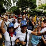 تظاهرات لمؤيدي مادورو وأخرى لمعارضيه في أجواء من التوتر الشديد في فنزويلا