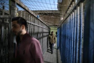 فلسطينيون يشعرون بالارتياب إزاء خطة إسرائيلية لتطوير معبر قلنديا