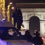 هجوم باريس يلقي بظلاله على آخر أيام حملة الانتخابات الرئاسية