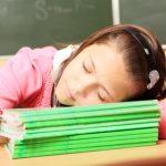 دراسة: المزيد من النوم يساعد المراهقين على تقليل الوقت المخصص للشاشات
