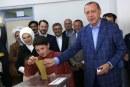 فيديو| إقبال كبير من الناخبين الأتراك في استفتاء التعديلات الدستورية