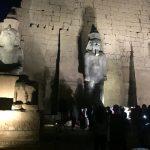 مصر تزيح الستار عن تمثال ضخم للملك رمسيس الثاني بعد ترميمه