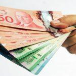 تراجع اليورو والدولار الكندي قبل اجتماعات بنوك مركزية