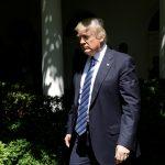 ترامب ينأى بنفسه من رواية البيت الأبيض لإقالة مدير «إف بي آي»