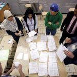 الحزب الحاكم في الجزائر يفوز بالانتخابات وسط عزوف الناخبين
