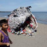 حوت من المخلفات البلاستيكية للتوعية البيئية في الفلبين