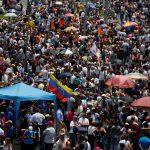 المعارضة تقفل طرقات في فنزويلا في الأسبوع السابع من احتجاجاتها