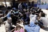 باريس تدعو ليبيا إلى التعامل مع المهاجرين في شكل لائق