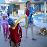 صور  طفل بوسني بلا ذراعين يفوز بذهبية بطولة للسباحة في كرواتيا