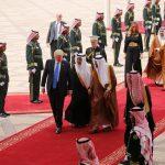 الملك سلمان يقلد ترامب وسام الملك عبد العزيز