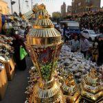 مصري يسعى لتسجيل رقم قياسي عالمي بأكبر فانوس رمضان