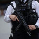 الشرطة تطالب البريطانيين بالحذر مع خفض مستوى التهديد الأمني
