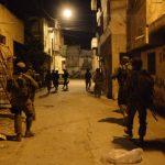 الاحتلال يعتقل 22 فلسطينيًا في الضفة الغربية