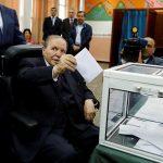 الحزب الحاكم بالجزائر يفوز بالانتخابات وسط عزوف الناخبين