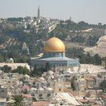 التضامن مع الأسرى يوحد أجراس الكنائس وتكبيرات المساجد في فلسطين