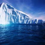 الإمارات تنفي فكرة سحب جبل جليدي إلى ساحل الفجيرة
