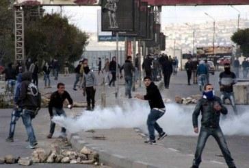 إصابة عشرات الفلسطينيين خلال مواجهات مع جيش الاحتلال على أطراف غزة