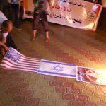 حرق صوراً للرئيس الأمريكي خلال وقفة في غزة