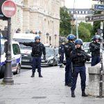 المهاجم أمام كاتدرائية نوتردام في باريس هتف «هذا من أجل سوريا»