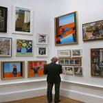 الفنان البريطاني جريسون بيري يسبر أغوار الانقسام في بلده بمعرض جديد