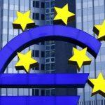 اليورو بصدد أكبر زيادة أسبوعية في شهر والأنظار على المركزي